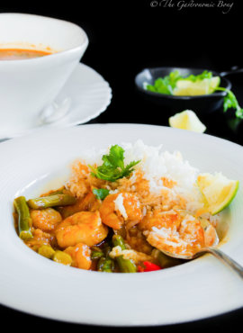 Prawns and Asparagus in Creamy Coconut Curry
