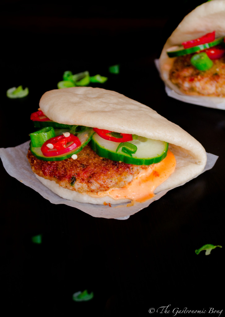 crispy prawns cake in steamed folded buns10