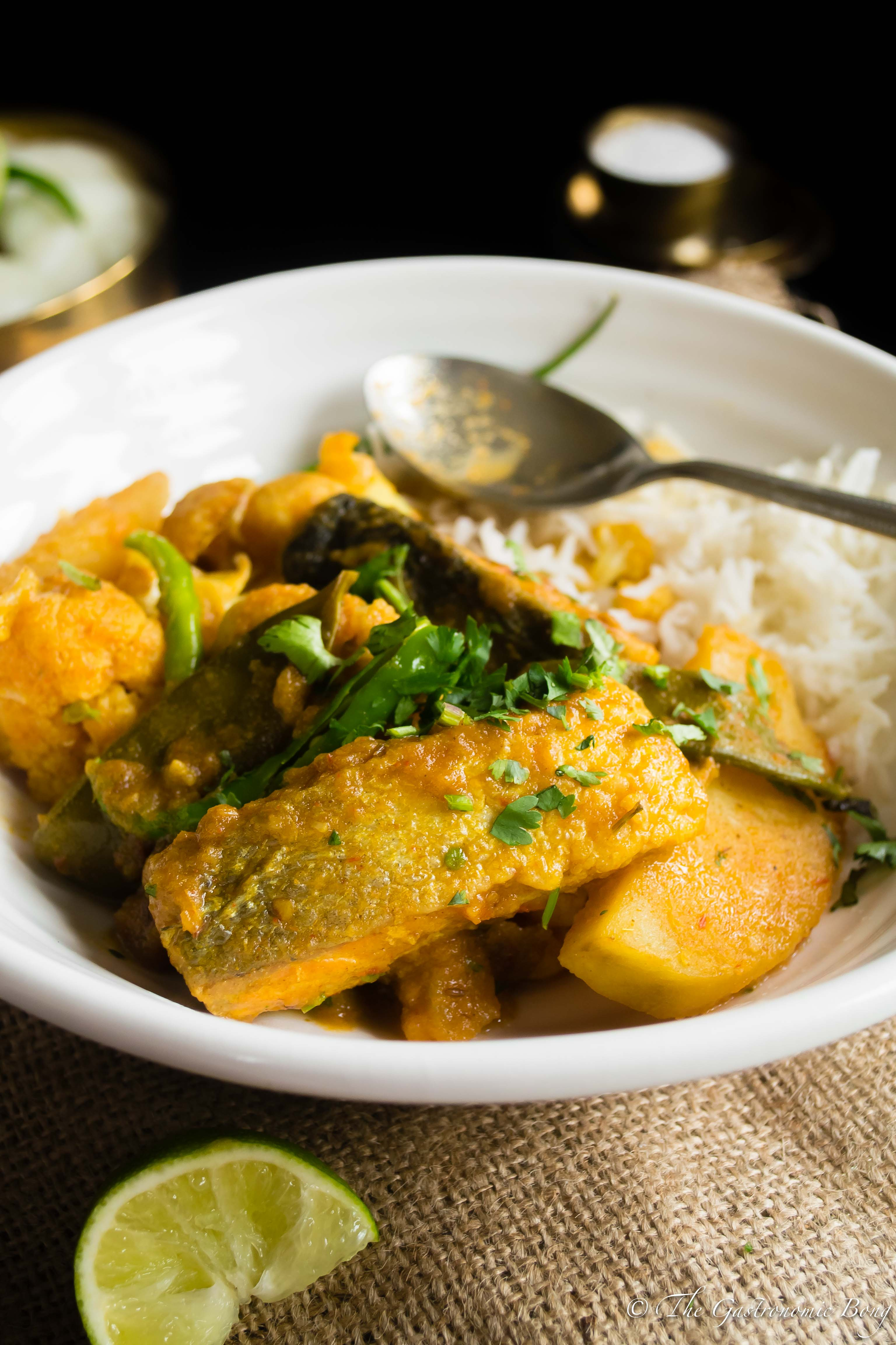 Salmon Curry With Cauliflower And Potato (Fulkopi Aloo Diye Macher Jhol)