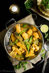 Salmon Curry With Cauliflower And Potato (Aloo Fulkopi Diye Macher Jhol)